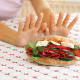 Kaj je ortoreksija? Zakaj je pretirana skrb za zdravo prehrano škodljiva?